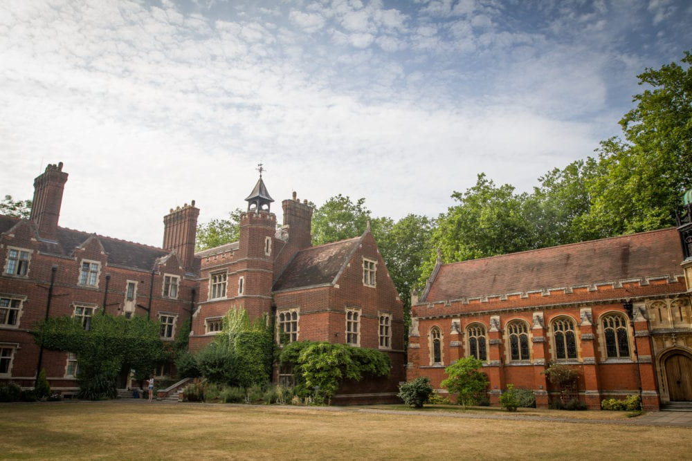 Red brick buildings of Ridley Hall college, 剑桥, the course centre for Sir Christopher English language summer camp for older teenagers.