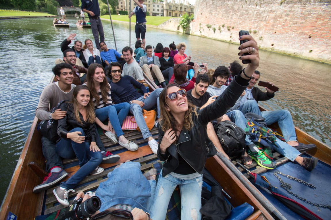 Students take a selfie on a punt in 剑桥 on the River Cam.